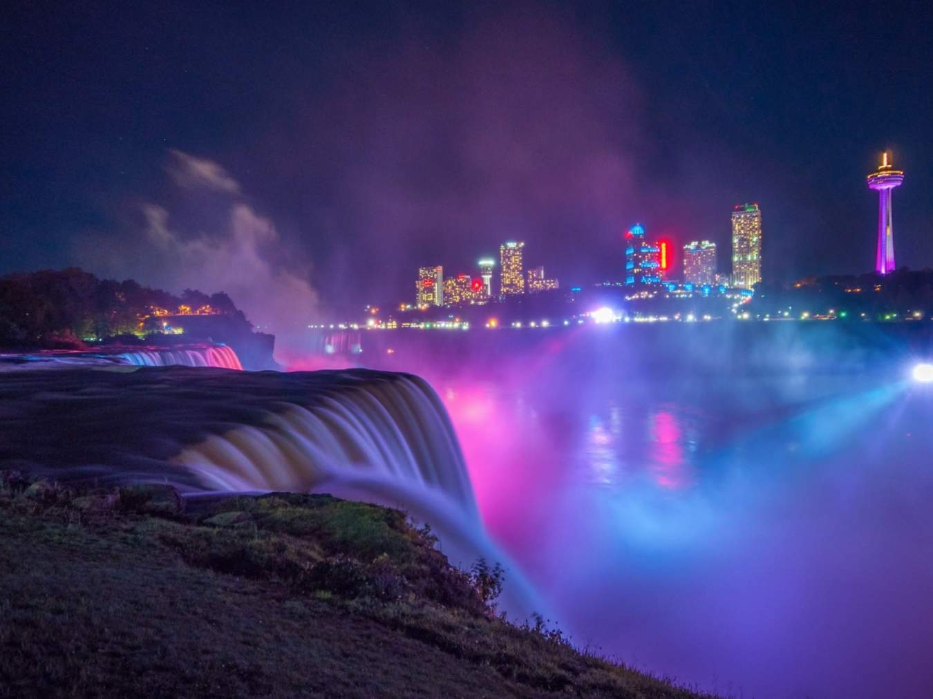 Niagara_Falls_USA_by_night_-_2014-10-09_-_image_3-1